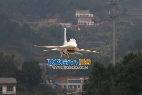 司派克 SPK 1/5 F16 验证机性能测试或于3月份上市